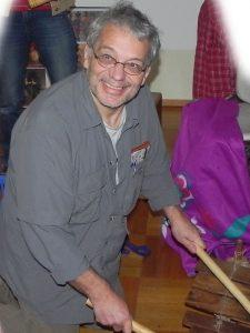 Foto: Lothar an der Marimba